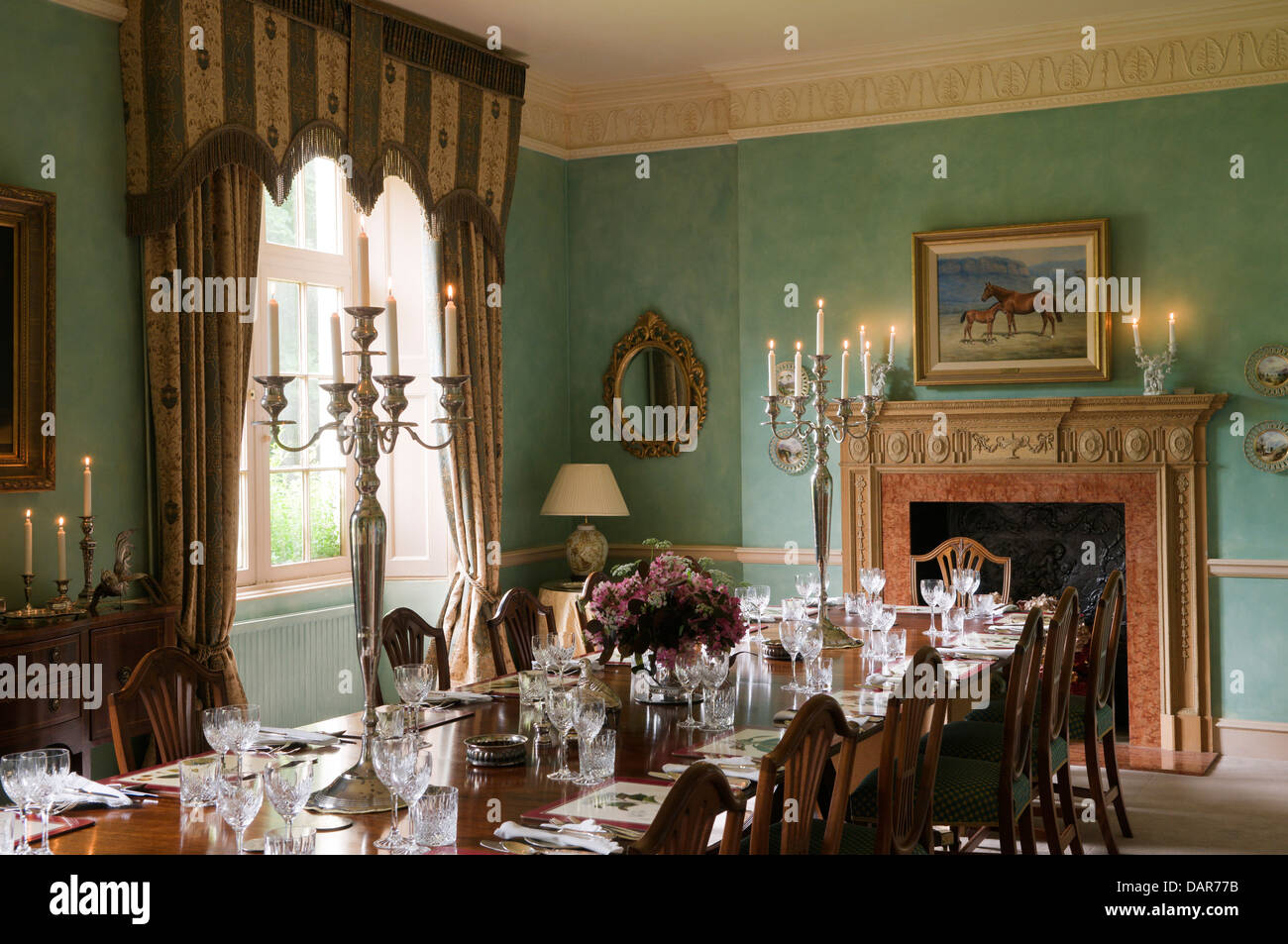 Sala Da Pranzo Traduzione Inglese Dining Table Lit Candles In Immagini And Dining Table Lit