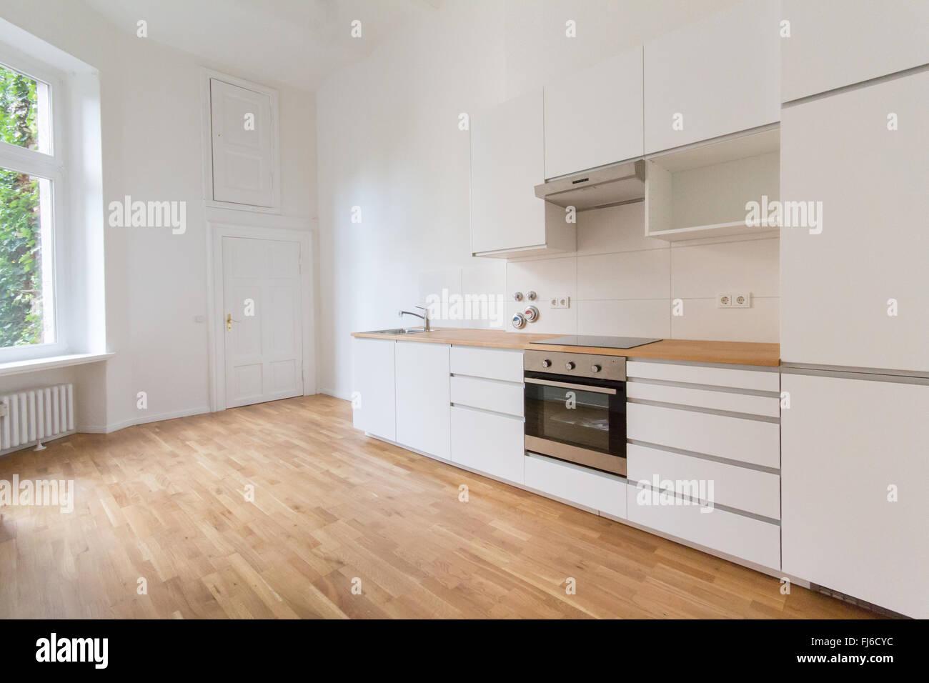 Cucina Parquet | Cucina Alla Moda In Stile Moderno Con Pareti Chiare ...