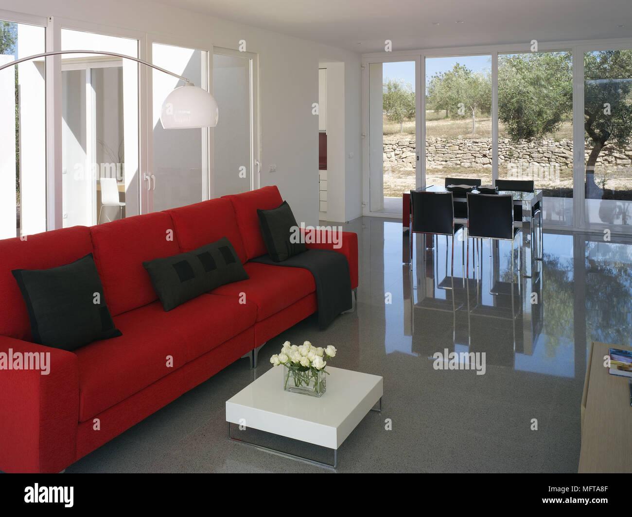 Divano Rosso E Nero : Divano rosso parete grigia divano da terra imbottito rivestito