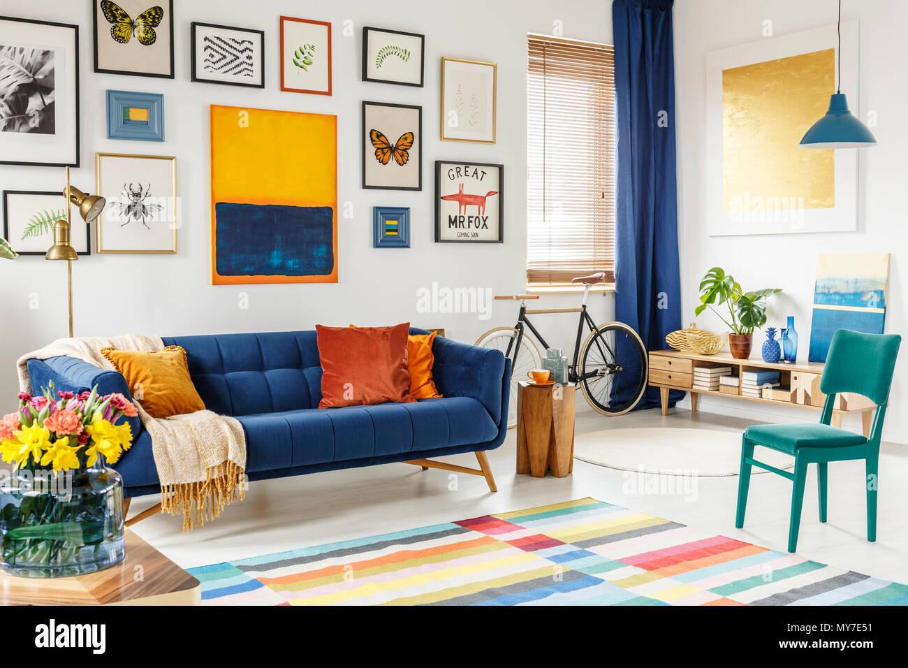 Divano arancione colore pareti il colore nellarredamento for Divano blu colore pareti