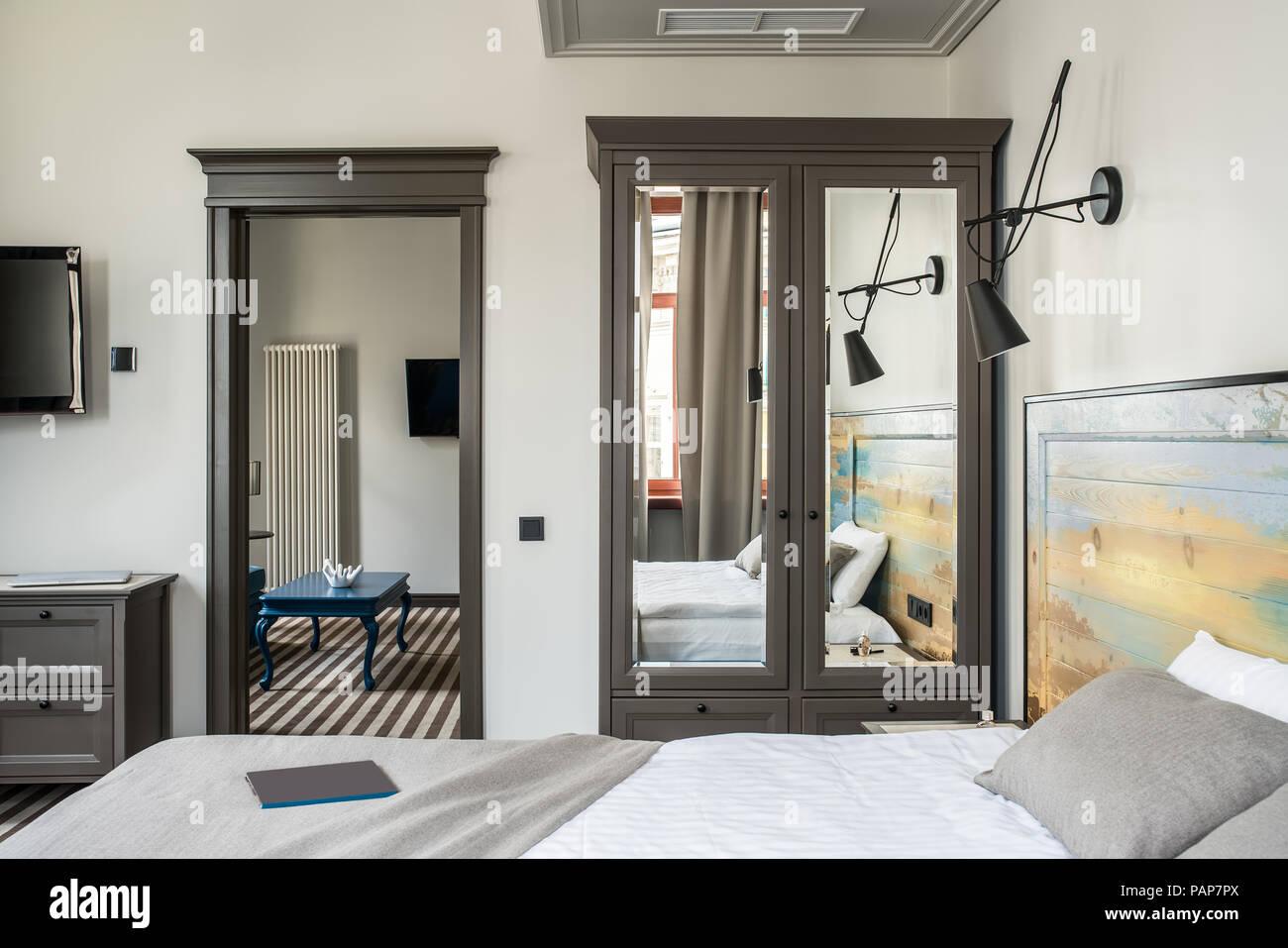 Pareti Soggiorno Grigio Scuro : Colori pareti soggiorno con pavimento scuro parquet laminato vs