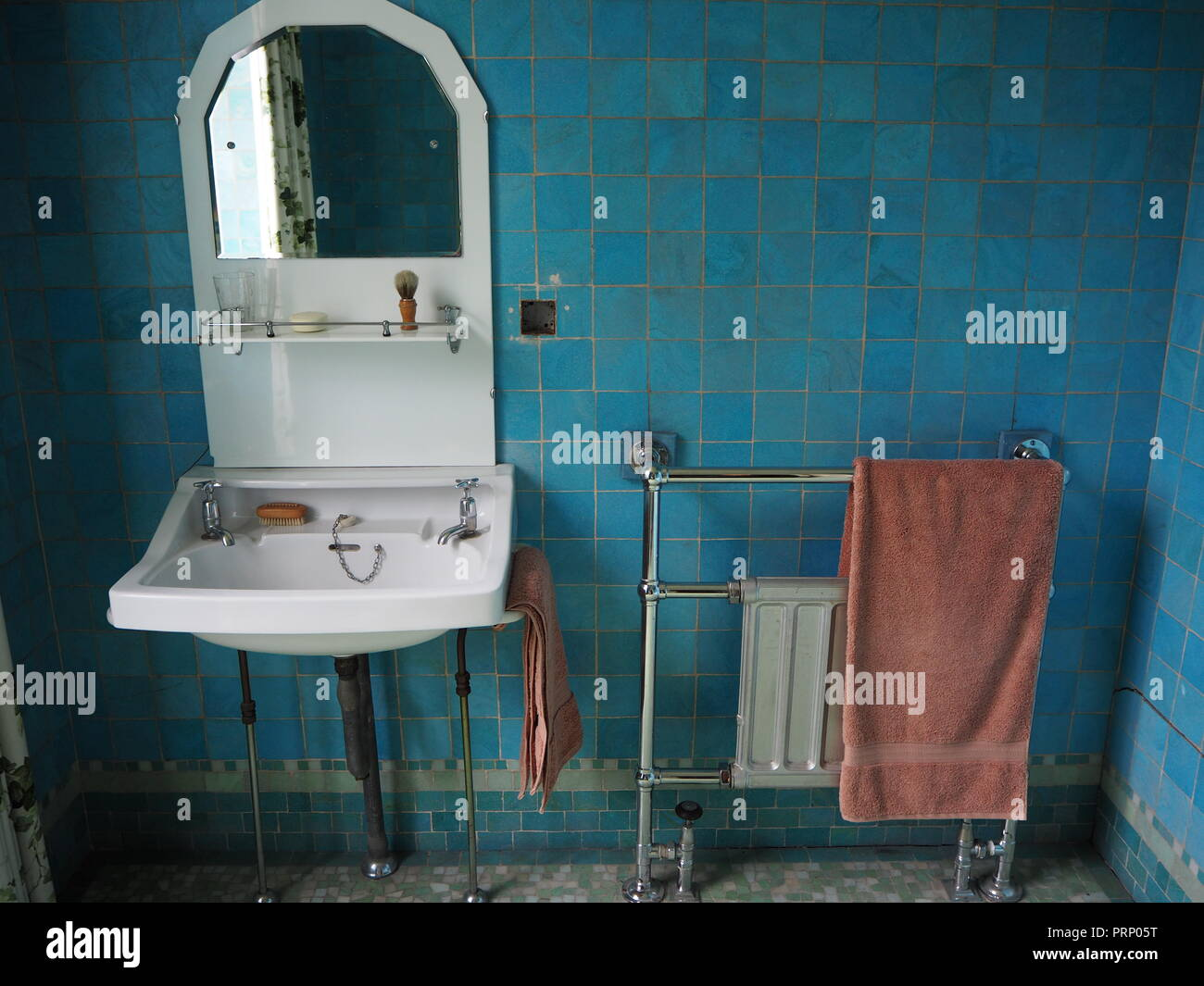 Piastrelle Blu Per Bagno : Piastrella blu bagno marazzi piastrelle bagno blu