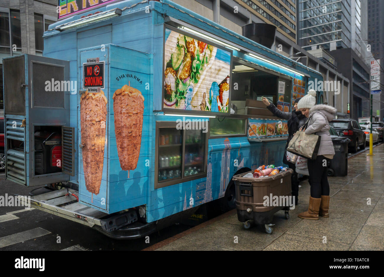 Food Truck Cucina Greca Food Truck Parked In New Immagini Food Truck Parked In New Fotos