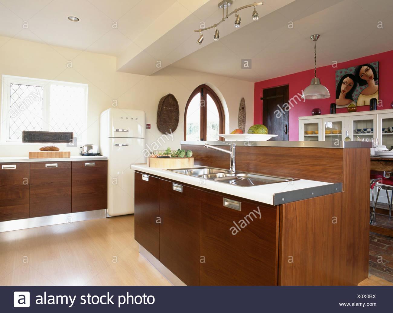Mobili Scuri Colore Pareti : Cucina mobili scuri casa padrino isola cucina in stile country con