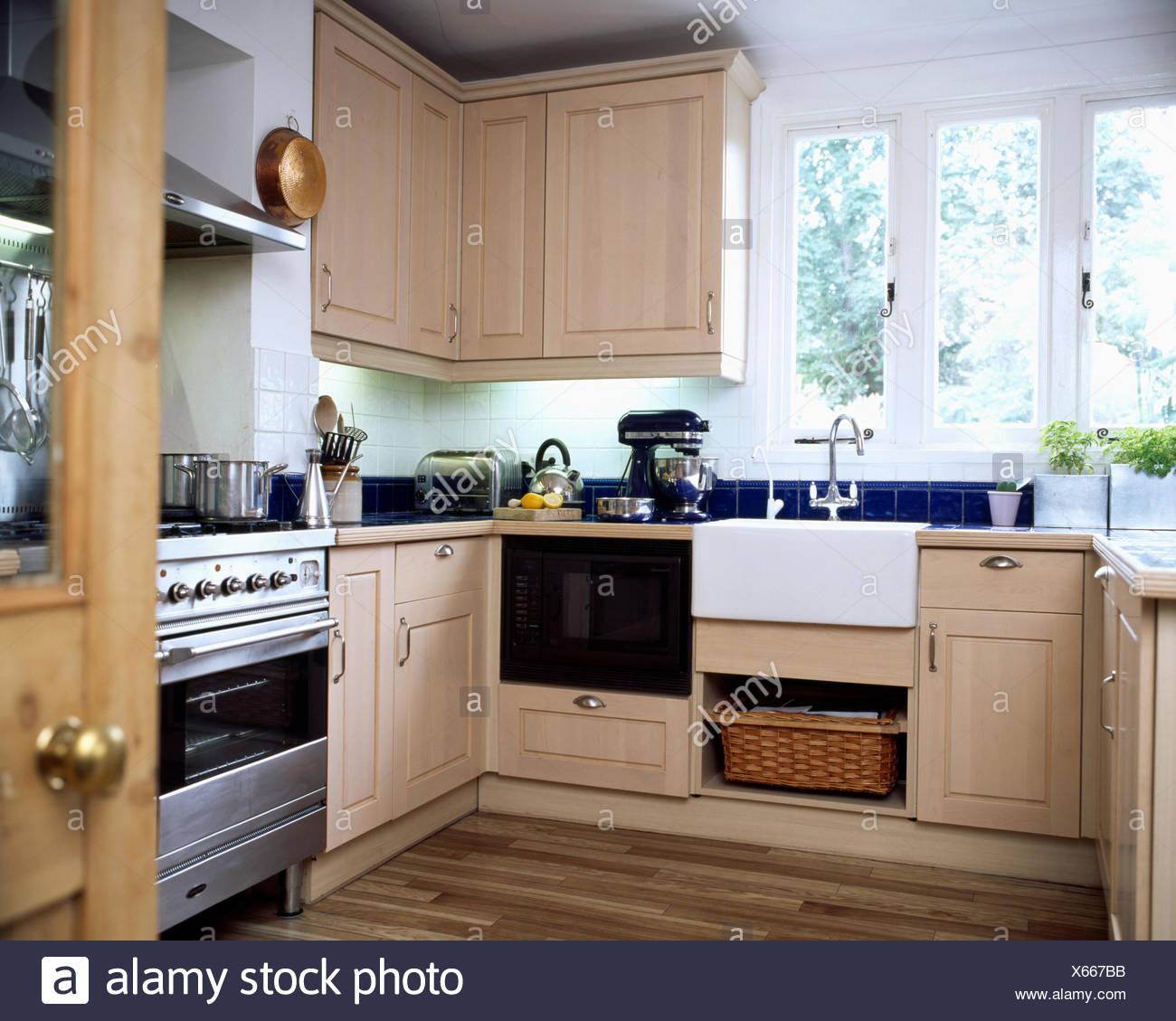 Cucina Ad Angolo Con Finestra | Cucina Ad Angolo Con Isola Con Come ...