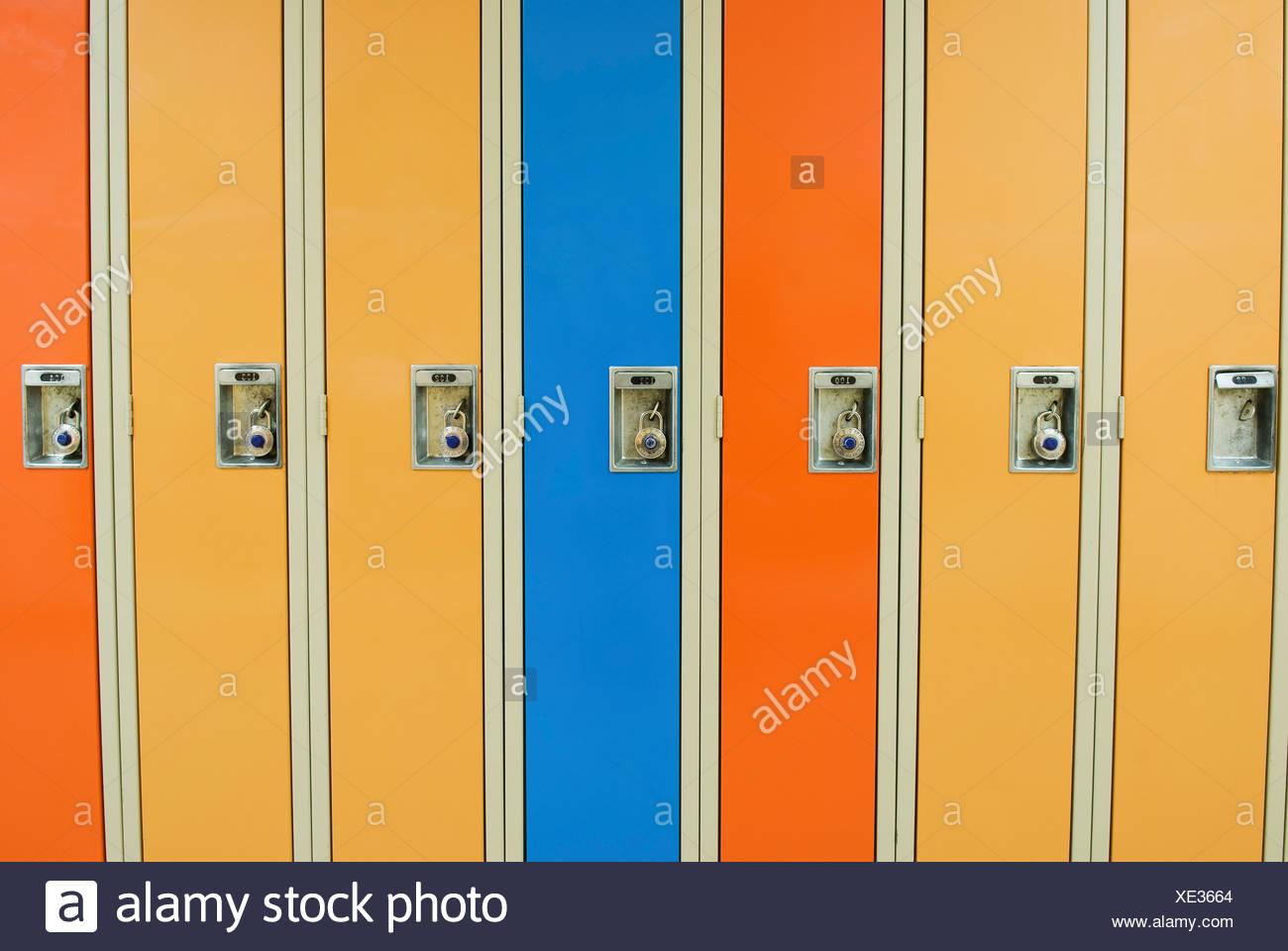 Armadio Ufficio Con Chiavi : Armadi con serratura armadietti con chiusura chiave casamia idea
