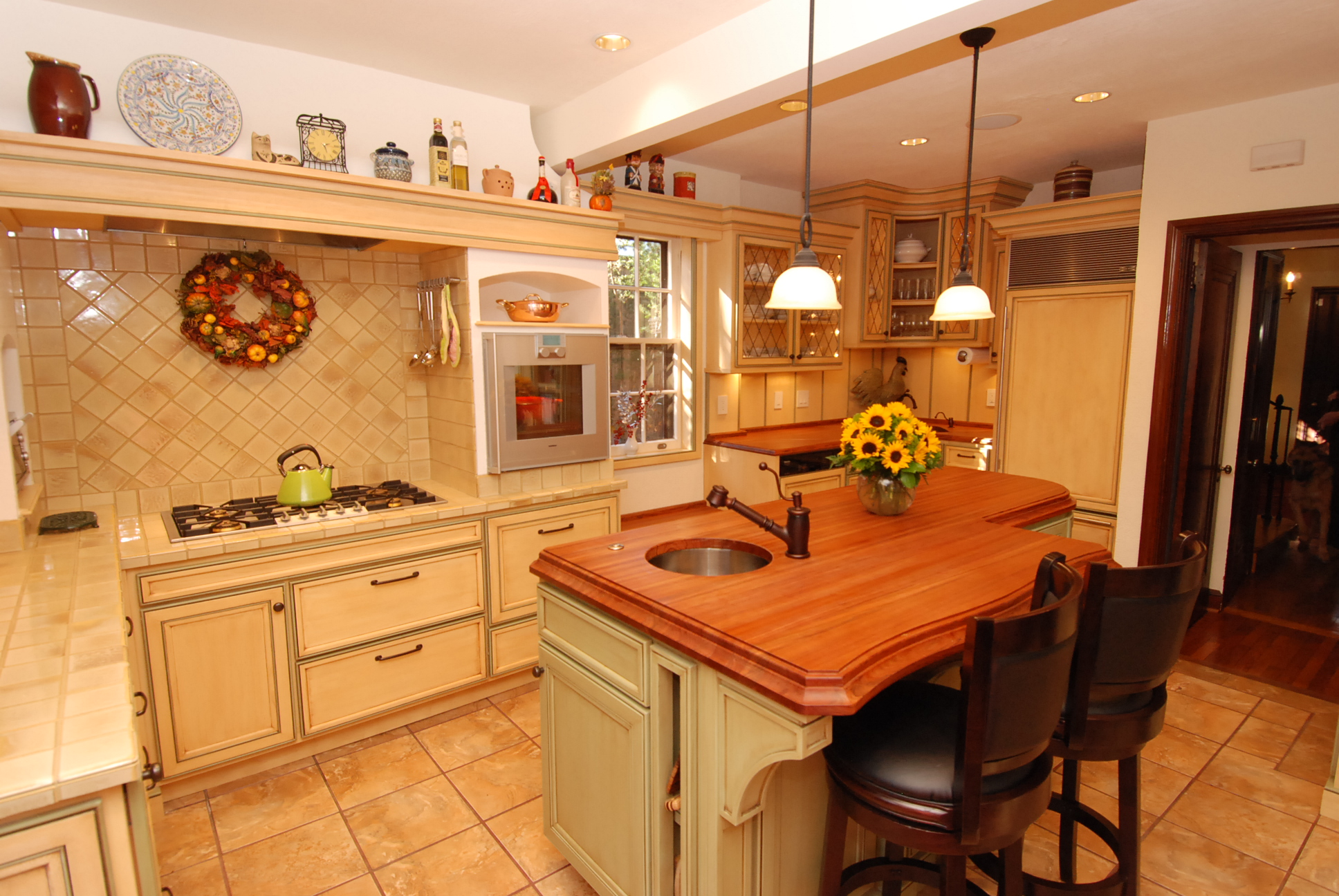 Farm Kitchen Cabinets Warm Farmhouse Kitchen Cabinets By Graber