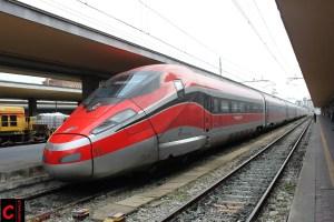 Gesamtansicht des Zuges ETR 400 011 in Torino Porta Nuova