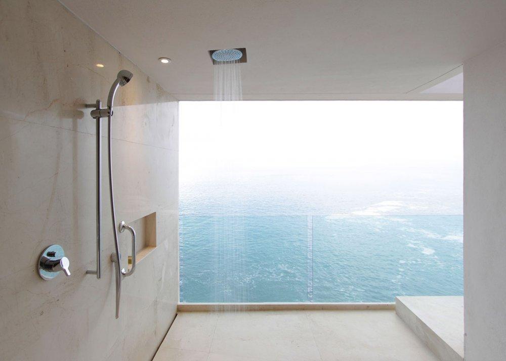 Bac de douche et receveur de douche  quelle est la différence
