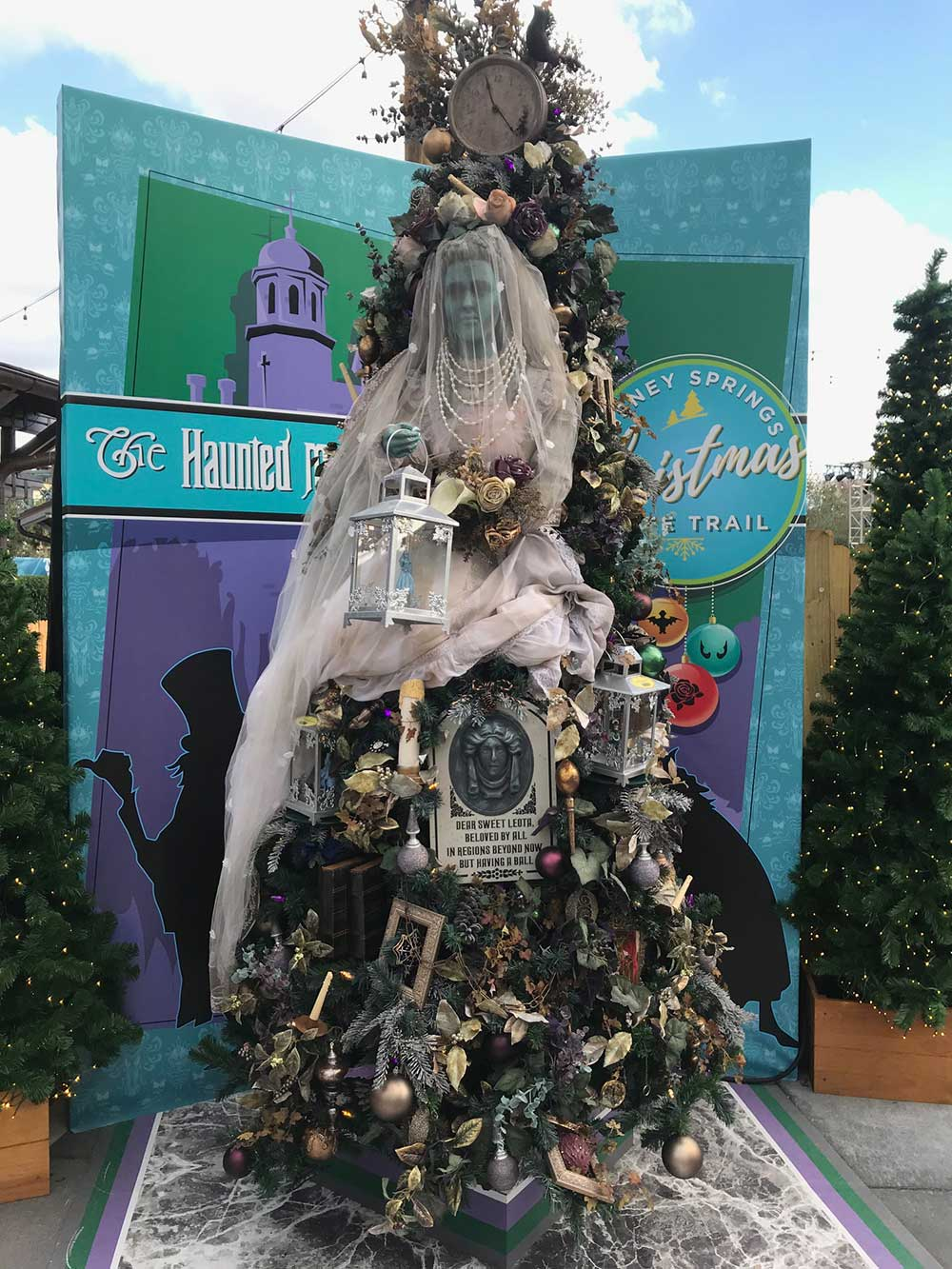 The Complete Guide To Disney World Christmas Events - Party City Xmas Decor