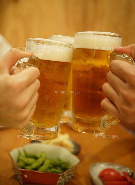 Keyword 乾杯でぶつかりあうビールグラス 11004027291 | 写真素材・ストックフォト・画像・イラスト素材|アマナイメージズ