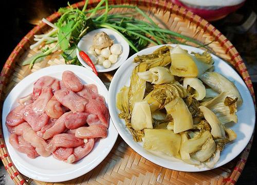 Cách làm món bao tử cá ba sa xào dưa cải chua trôi cơm