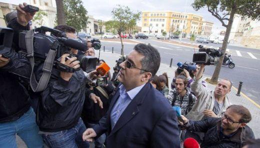 López Luna sube las escaleras de la Audiencia Provincial durante el juicio al que se enfrentó por supuestos abusos