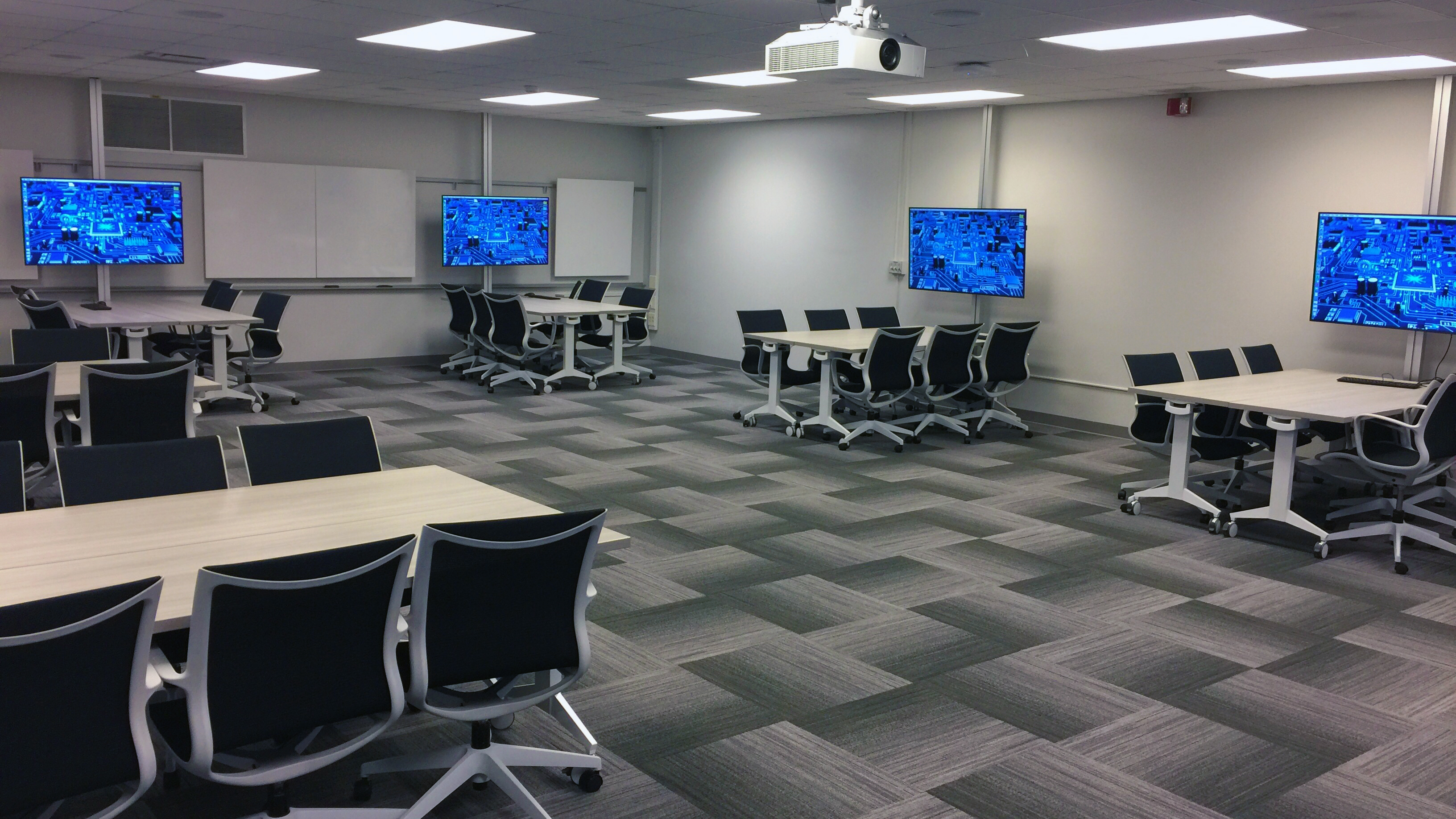 Newly Renovated Computer Lab In Gfl 224 Reopening Caen
