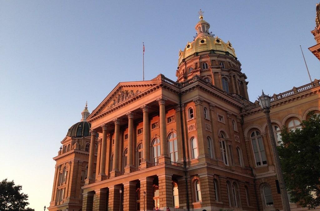 Iowa Gov. Branstad plans to sign fireworks bill