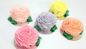 Buttercream Rose Mini Cakes