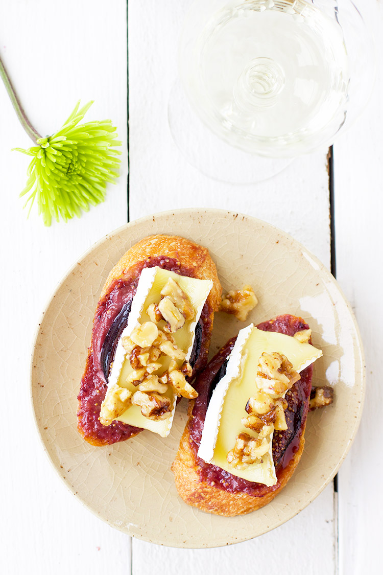 Maple-Roasted-Fig-Brie-Crostini