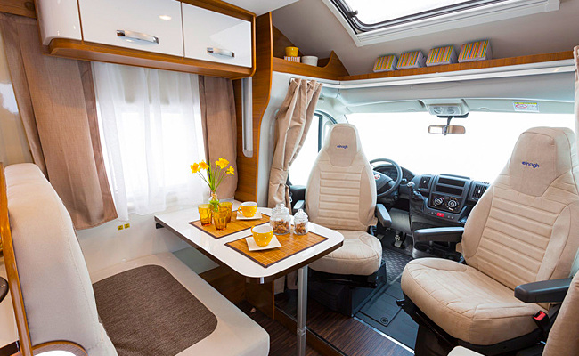 Tweepersoonsbed Opbergruimte Fiat Ducato Elnagh Baron 54 – Camperandalucia