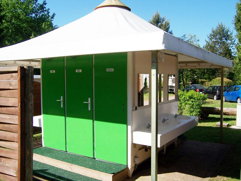 Table Jardin 12 Personnes Sanitaires | Camping Du Muhlenbach