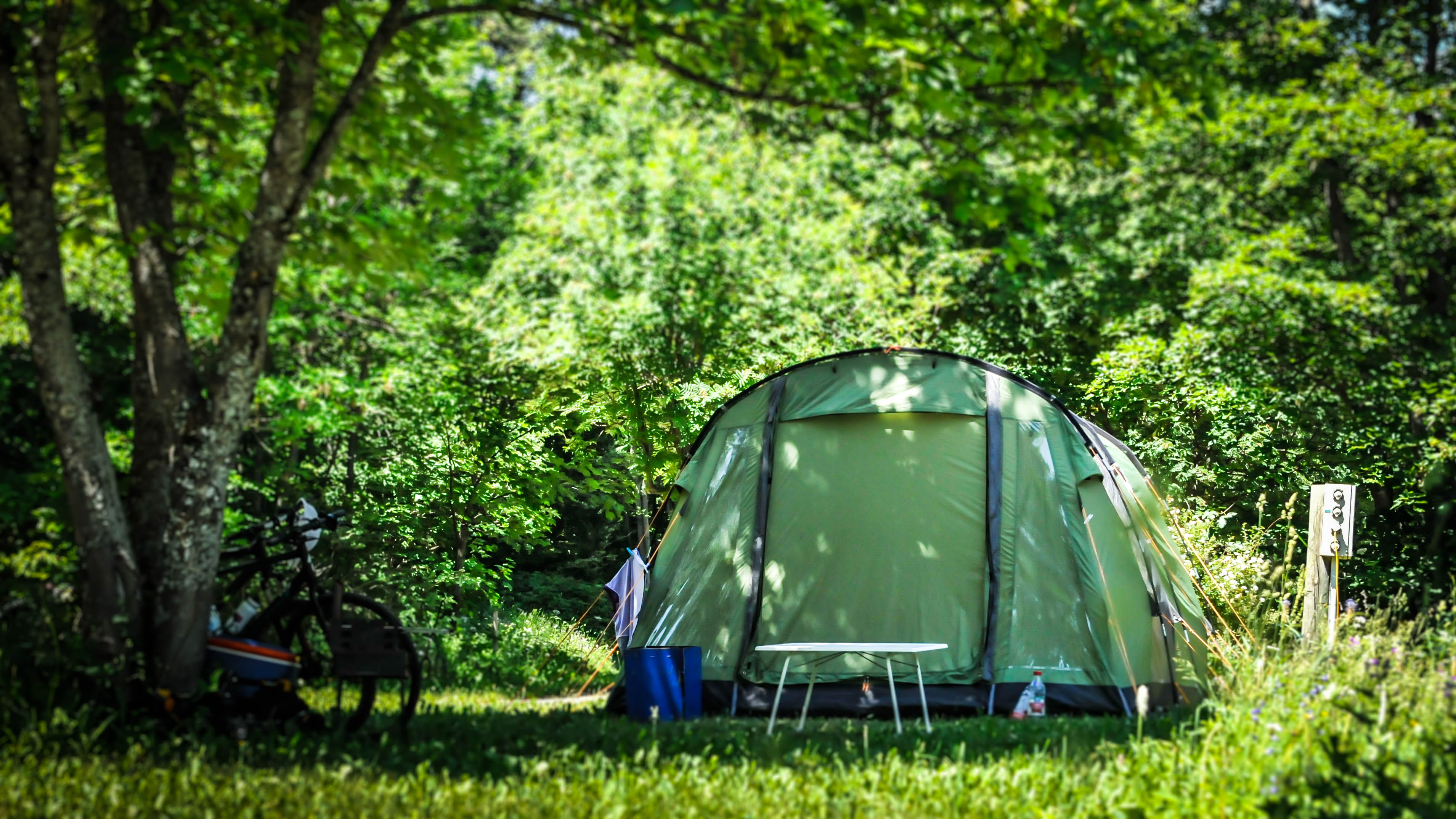 Charme Camping Met Zwembad Frankrijk Camping Croque Loisirs Puy Saint Vincent Charme Camping
