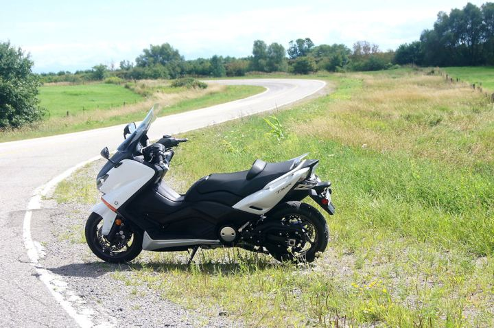 The T Max offers the performance of a mid-range sport tourer with all the comfort and practicality of a scooter.