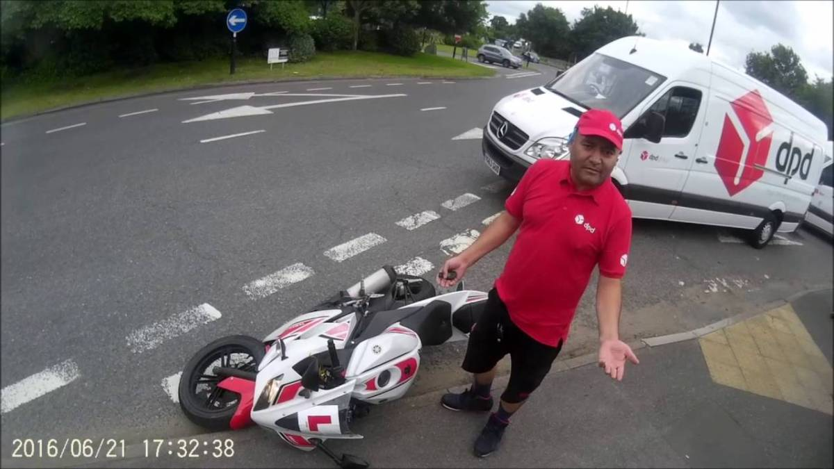"Video: ""Delivery Expert"" vs. bike"