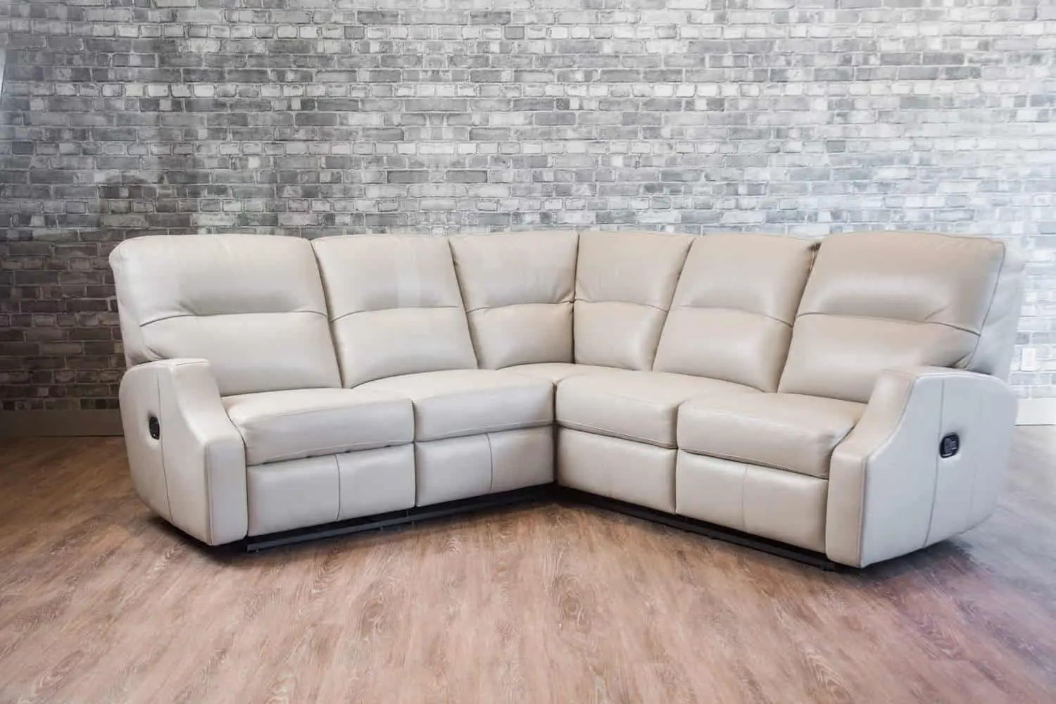 Leather Recliner Chairs Canada The Saturn Reclining Leather Sectional Canada 39s Boss