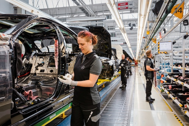 Mercedes Bremen Kundencenter Mercedes-benz To Build First Russian Assembly Plant