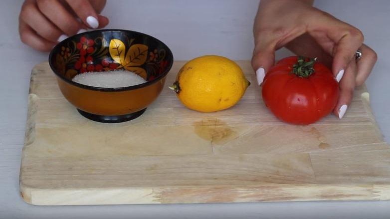 como hacer mascarilla de tomate para el acné
