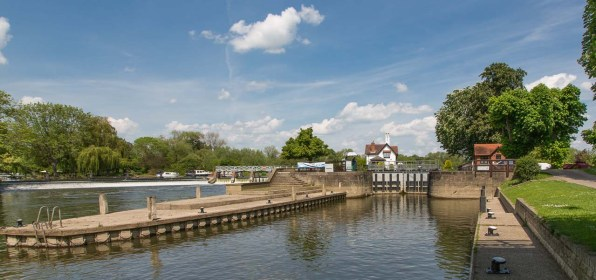 Goring Lock from the south.