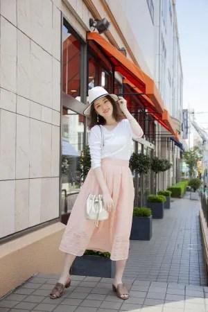白×ピンクの女子力満載コーデ♡ハットを合わせてお嬢様気分