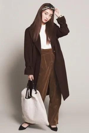 Trend02 レオパード柄 は×ブラウンコーデが旬!『おしゃれな人から取り入れているのが、レオパード柄。洋服で着こなすのが難しいからこそ、小物でインして。流行のブラウンコーデになじませてこなれ見え!』