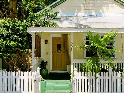 Arriving at our sweet cottage, Namaste, in Olde Town, Key West