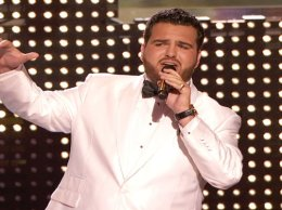 """Watch America's Got Talent Season 11 Episode 14 Live Show 2 Videos: Tuesday, August 2, 2016! See my fav, golden buzzer winner Sal Valentinetti of New York put his own beautiful spin on One Direction's hit song """"Story Of My Life"""" earlier this evening. I loved his performance!!!"""