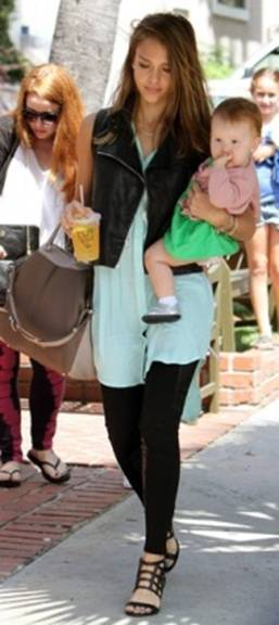 messagepart 2 Celeb Fashion Find: Alessandra Ambrosio & Jessica Albas Mint Tunic!
