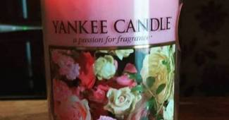 Yankee-Fresh-Cut-Roses-Scented-Candle-Review-4