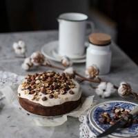Miodowe ciasto pietruszkowe z mascarpone
