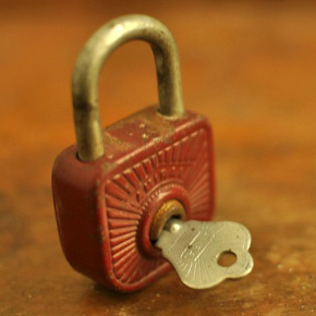 Lock with key in istrapped escape game