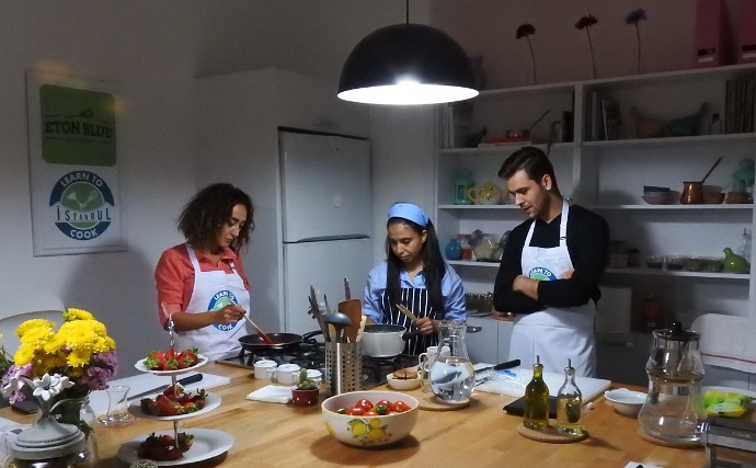 Melis Doeh during a Learn to Cook Istanbul class