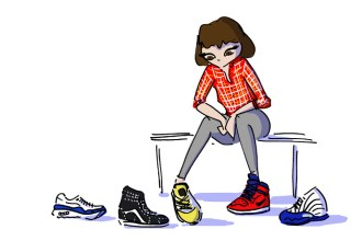 Girl trying on sneakers at Wunder in Moda