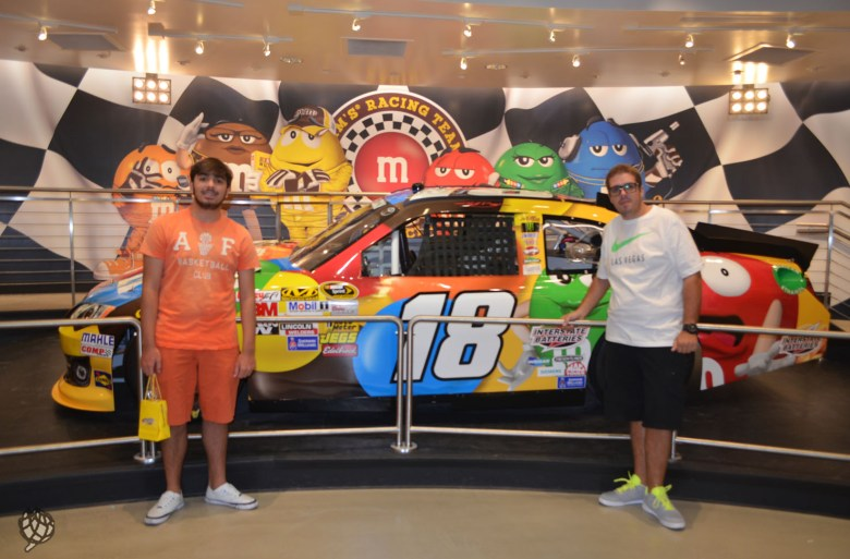 M&M store Las Vegas meninos carro