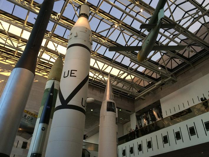 Museu-do-Ar-e-Espaco-Space-race3