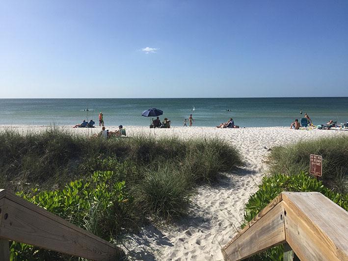 O-que-fazer-em-naples-em-um-dia-praia3