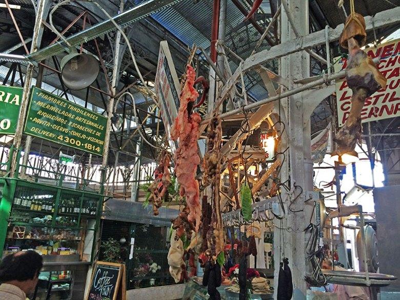 Tenda de carnes no Mercado de San Telmo