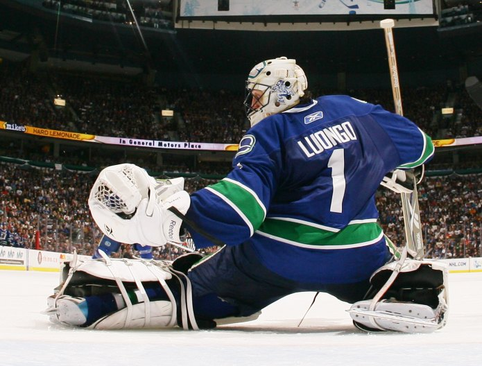 Luongo looks to remain calm, cool and collected against the forceful red wings tonight in Vancouver.  (Credit thescore.com)