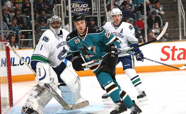 Ryane Clowe, San Jose Sharks parks himself in front of Roberto Luongo, Vancouver Canucks.