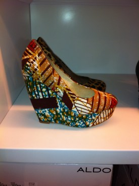 Aldo forwood wedge with decorative colors