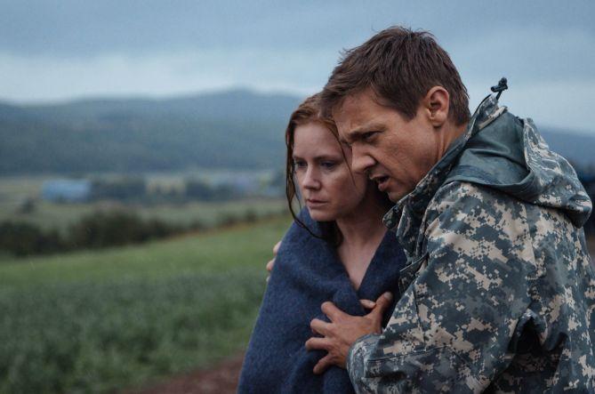 Amy Adams y Jeremy Brenner, en una escena de la película'.