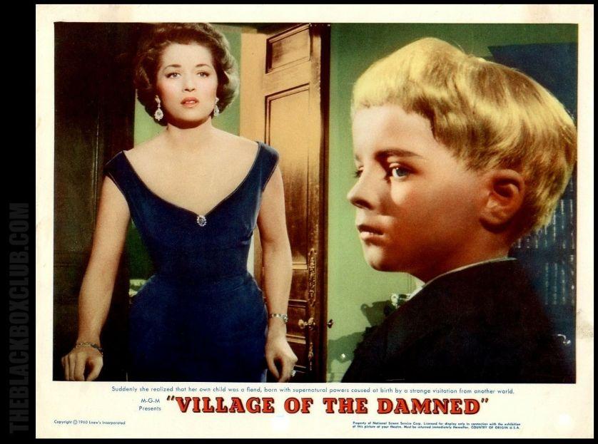 Barbara Shelley en un afiche de 'El pueblo de los malditos'.