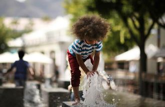 V&A Waterfront Boy With Fountain
